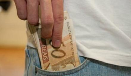 Abono salarial começa a ser pago para trabalhador nascido em dezembro