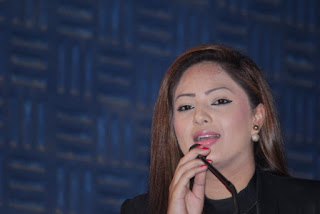 Actress Nikesha Patel Pictures at 7 Naatkal Press Meet  0028