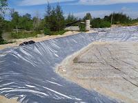 Bagaimana Cara Memasang Plastik Mulsa Untuk Kolam Tambak?