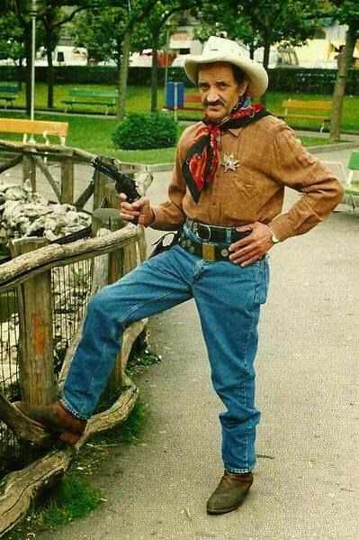 a3c1233fb27cf Johnny en el Parque Jovellanos de Mieres. Foto www.theperloras.bandcamp.com