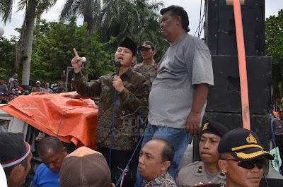Plt. Bupati Trenggalek Temui Peserta Aksi Unjuk Rasa Penolakan Pelabuhan Niaga Prigi