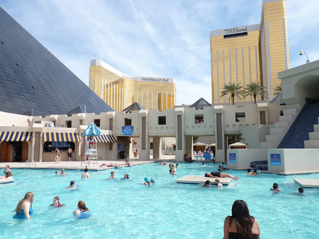 Hotel Luxor Las Vegas - Piscina