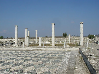 At the beginning of the 4th century BC Pella was the largest Macedonian city. It was the birthplace of Alexander the Great in 356 BC.