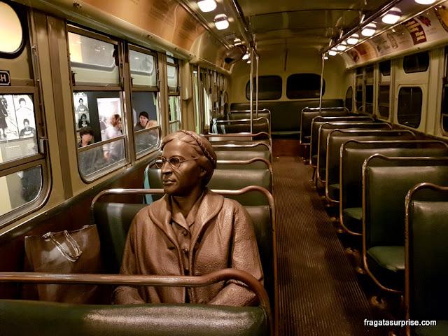 Estátua de Rosa Parks no Museu Nacional dos Direitos Civis