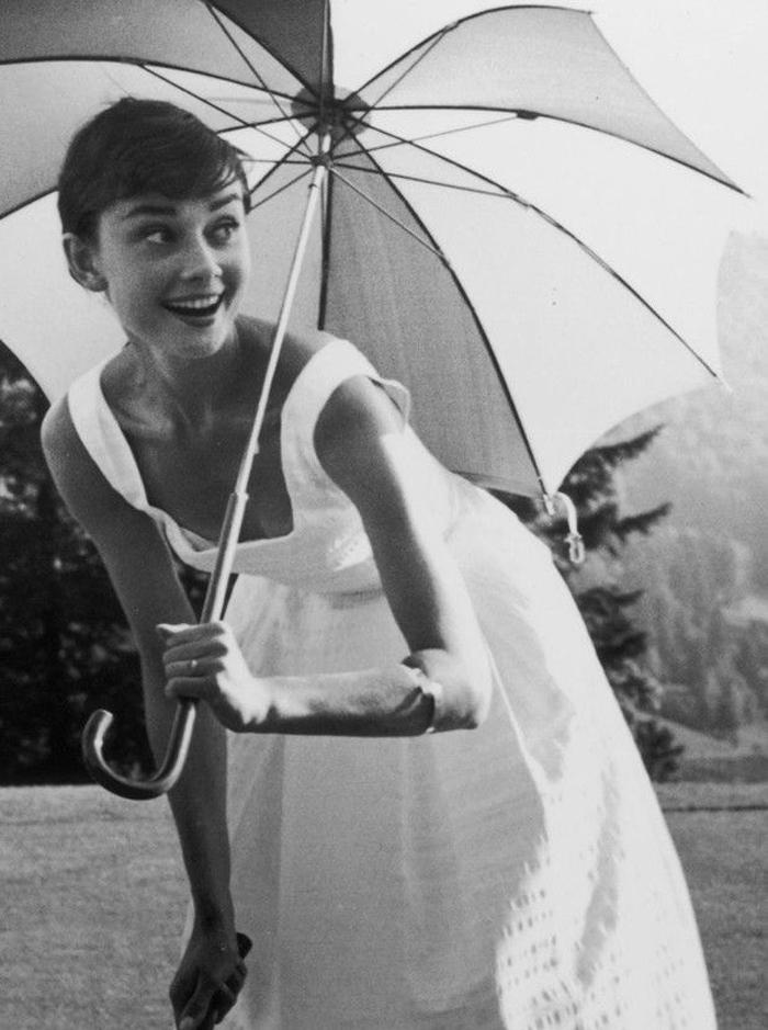 Inspiración nueva colección La Böcöque, cine clásico, fotografía chica con paragüas en blanco y negro