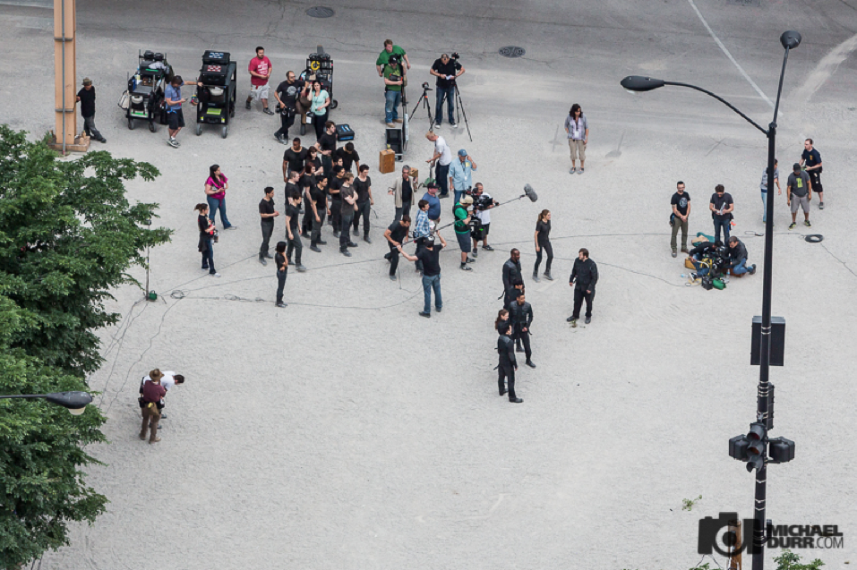 The Divergent Life: SET PICTURES + VIDEO: Theo James