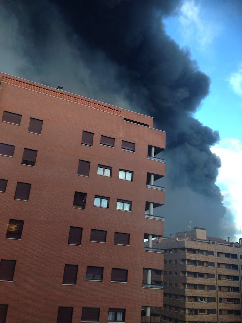 Lannube de humo visible desde diferentes puntos y viviendas de usuarios de redes sociales de la zona
