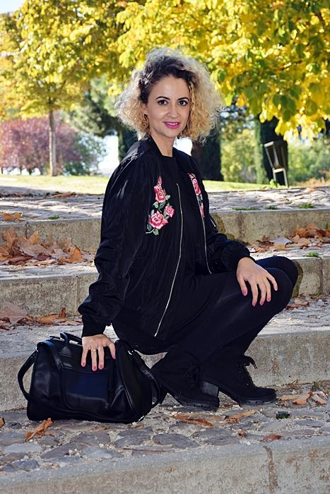 outfit-bomber-parches-flores-5