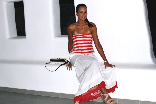 Best holiday outfits.Vacation looks.Red & White Striped dress.Beige suede platform wedges.