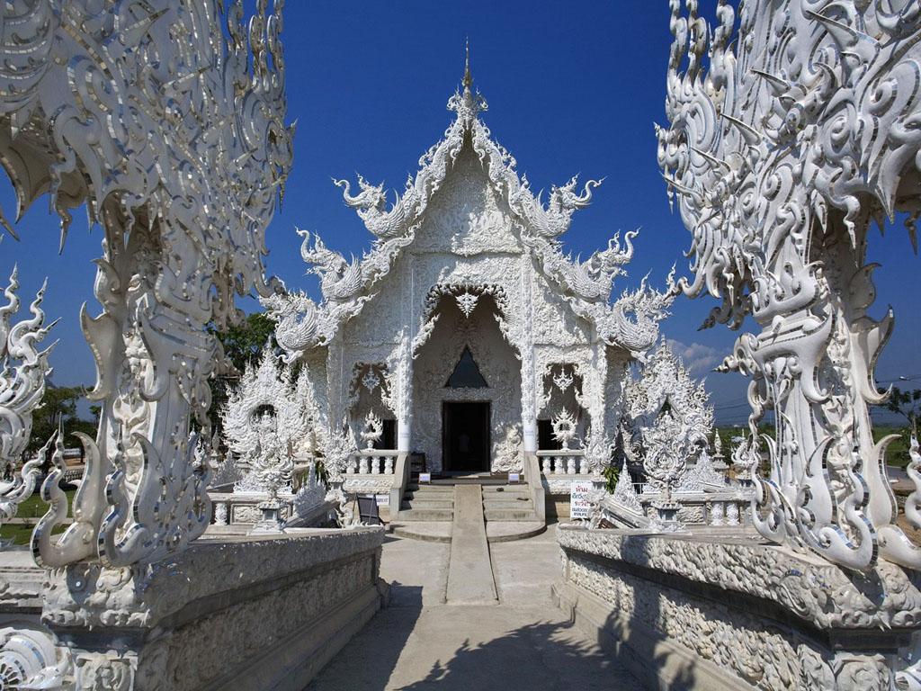 Wat Rong Khun Fantastic Travel