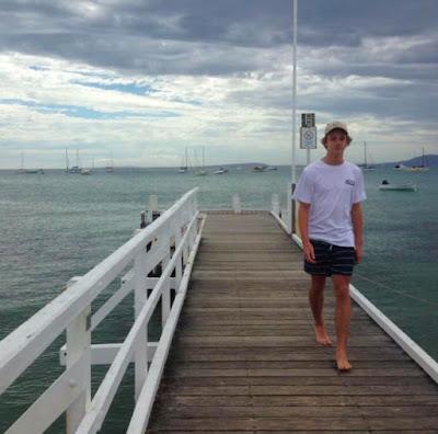 """Rùng mình thiếu niên người Úc bị hàng ngàn  """" Bọ chét biển """"  ăn thịt"""