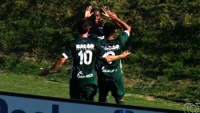 Carlos Eduardo garante a vitória do Goiás