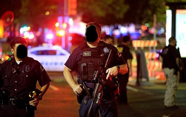 Sniper mata 5 policiais em Dallas - MichellHilton.com