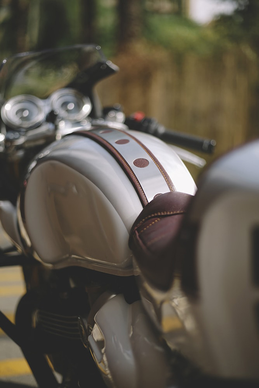 Thruxton 1200 cafe racer by Tamarit Motorcycles.