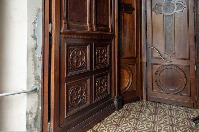Igreja Imaculado Coração de Maria - detalhe da porta