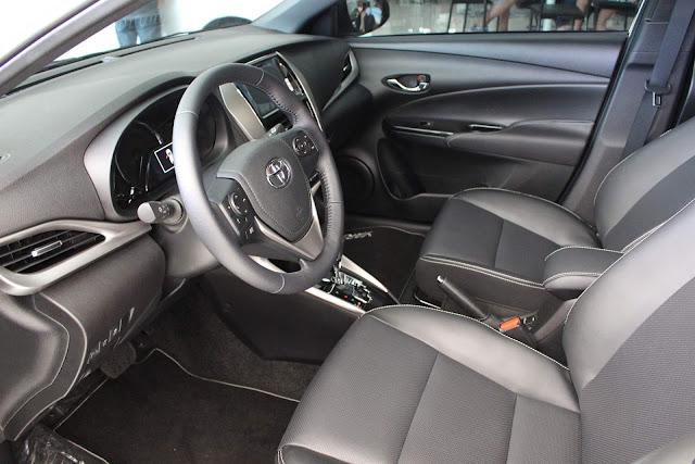 Toyota Yaris rebaixado com rodas de 18 polegadas - fotos