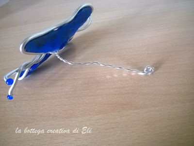 farfalla-fai-da-te-con-alluminio-e-colla-a-caldo