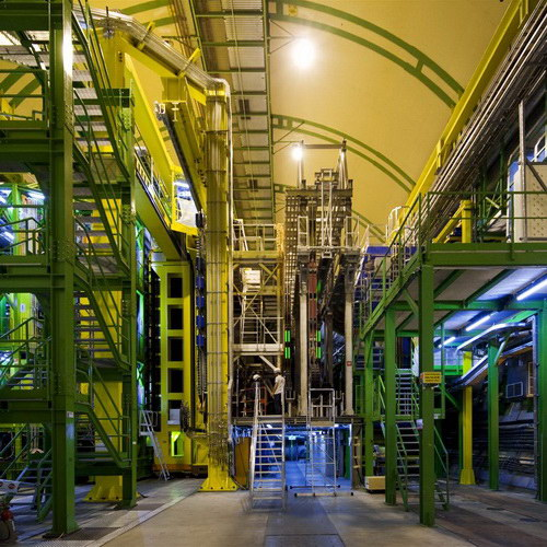 Tutorial Penelitian Data Collider LHCb Isyaratkan Partikel Subatomik Baru Tak Terduga