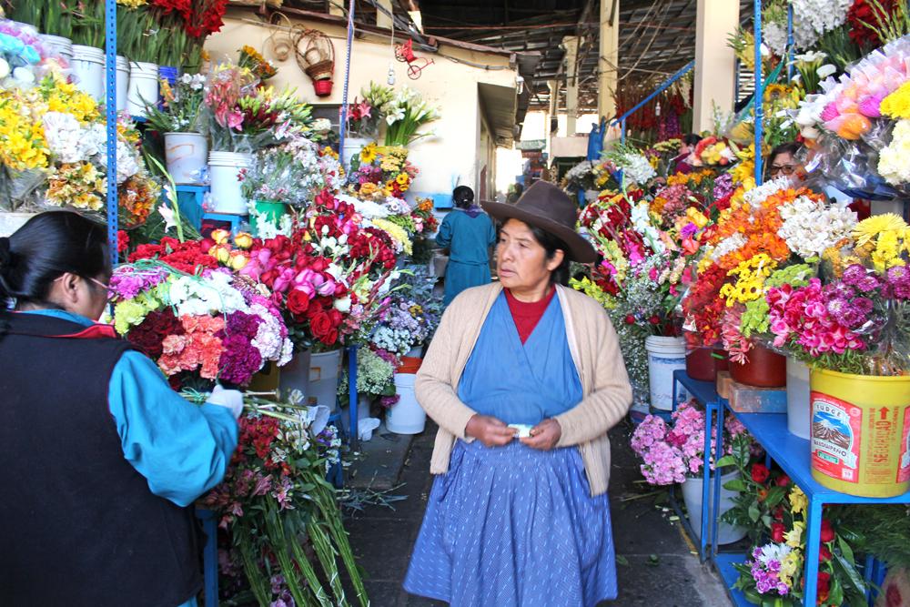 Flower market in Cusco, Peru - lifestyle & travel blog