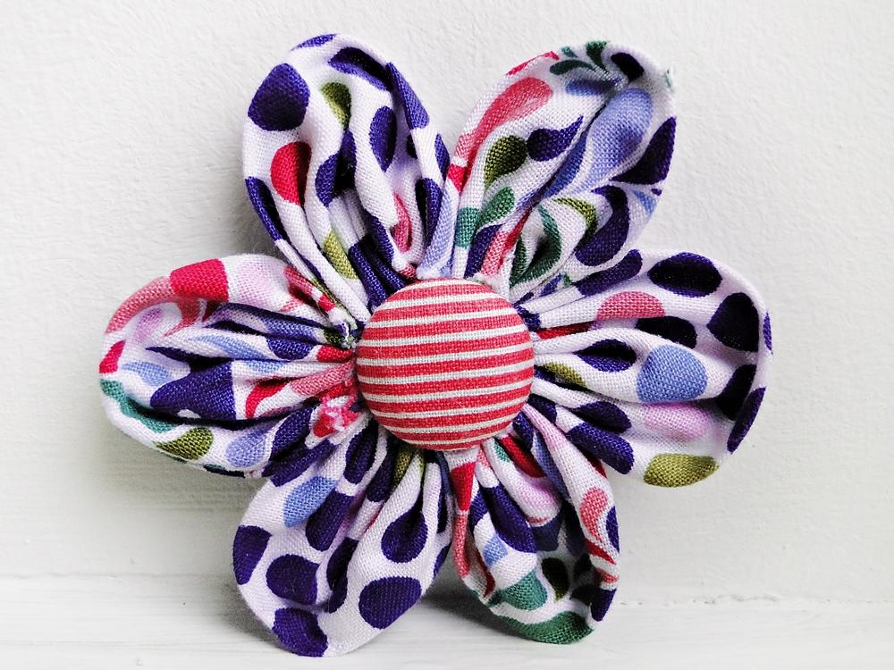 blumen aus stoff selber basteln, kinderleicht und schön | nähen mit cherrygrön: stoffblumen, Design ideen