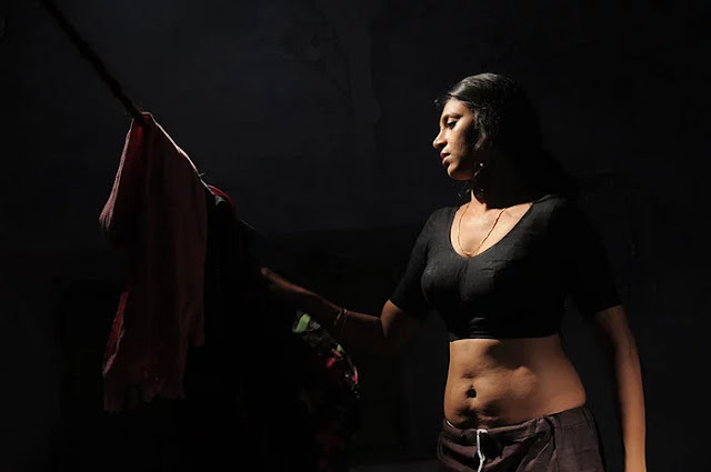 Sexy Navel pictures of actress Kasturi,Kasturi sizzling tempting Image collection