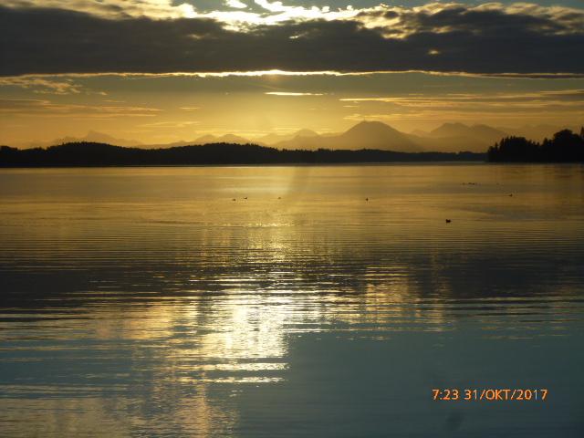 am Morgen wurden wir mit einem tollen Sonnenaufgang geweckt auf dem Strandcamping Waging am See