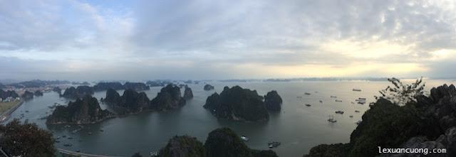 Vịnh Hạ Long nhìn từ đỉnh núi Bài Thơ