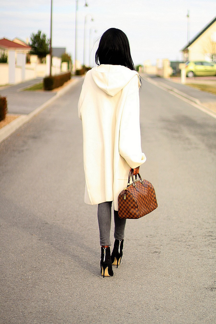 manteau-blanc-zara-manches-cloche-sac-louis-vuitton-speedy