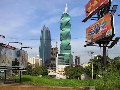 Torre F&F, torre el tornillo, Panamá, round the world, La vuelta al mundo de Asun y Ricardo, mundoporlibre.com