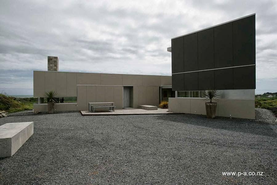 Frente de casa contemporánea frente al mar en Nueva Zelanda