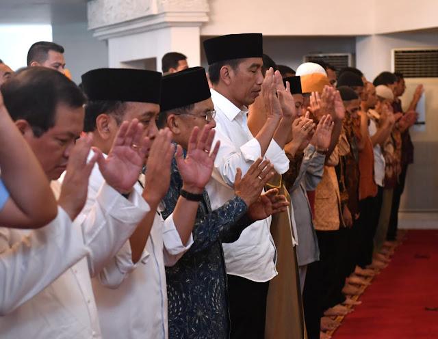 Jokowi Salat Gaib untuk Doakan Korban Gempa NTB