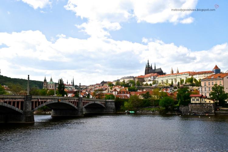 I now know whyBeautiful Manes Bridge in Prague| Ms. Toody Goo Shoes #prague #manesbridge #danuberivercruise