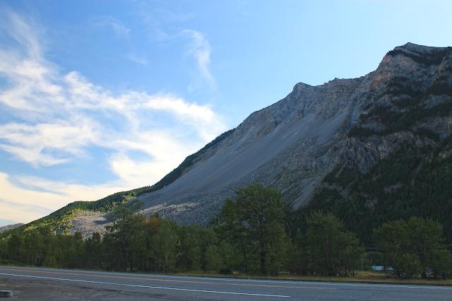 geology travel landslide alberta canada rocdoctravel.com fieldtrip avalanche