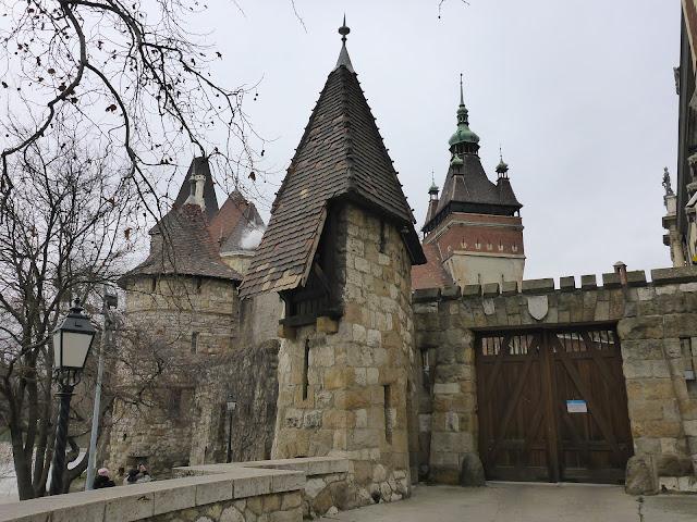 entrée du château de Vajdahunyad Budapest Hongrie