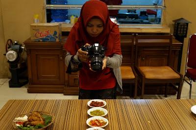 Veniy siap menjadi food blogger Pontianak