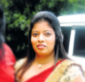 Hashini Ratnayaka in police custody on alleged of fraud of gold jewellery worth 1 million!]