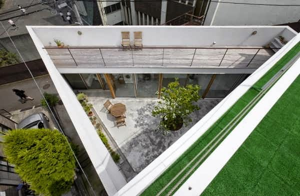 GARDEN HOUSE DESIGN WITH A TWO-STOREY INTERIOR COURTYARD