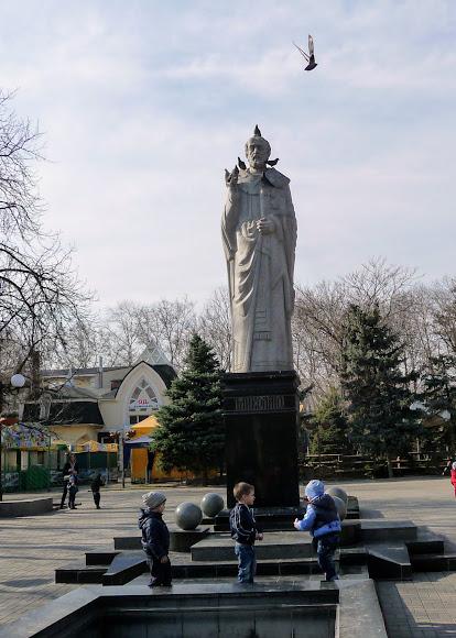 Николаев. Памятник святому Николаю