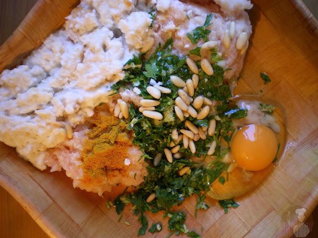 Albóndigas de pollo con salsa de coco al curry: Ingredientes para las albóndigas