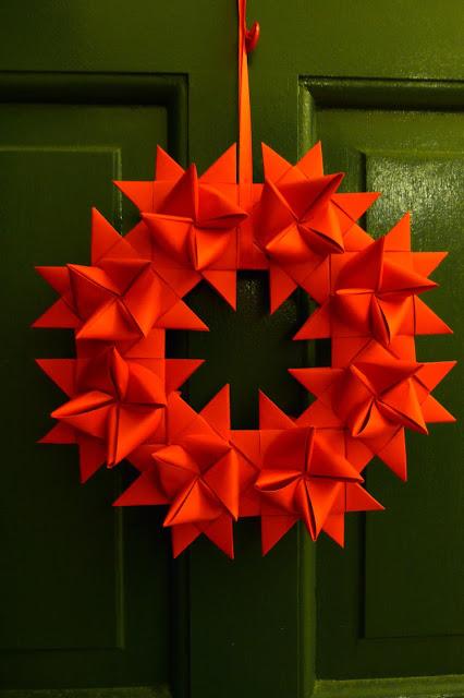 Idei pentru un Craciun alternativ: coronite origami
