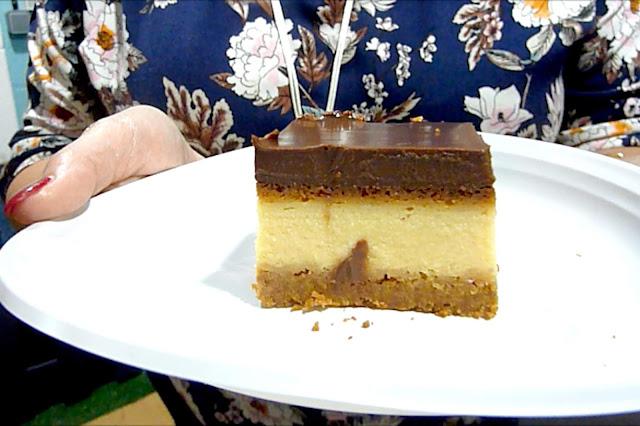 Tarta de queso cubierta de chocolate (VIDEORECETA)