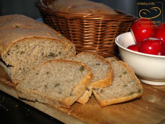 Chleb pszenno-żytni z kaparami