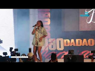 VIDEO: Watch Simi Perform 'Tiff & Jamb Question' LIVE At Sugarboy Concert