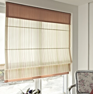 Jak chronić wnętrza przed nagrzaniem? Trendy w oslonach okiennych