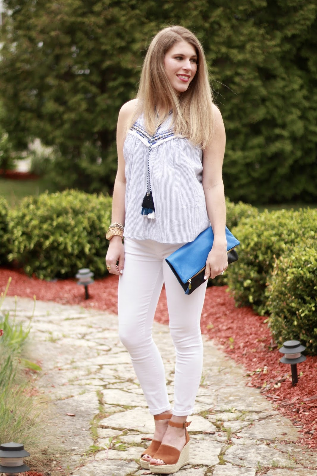 blue striped embroidered tank, white jeans, Steve Madden wedges, blue fold over clutch