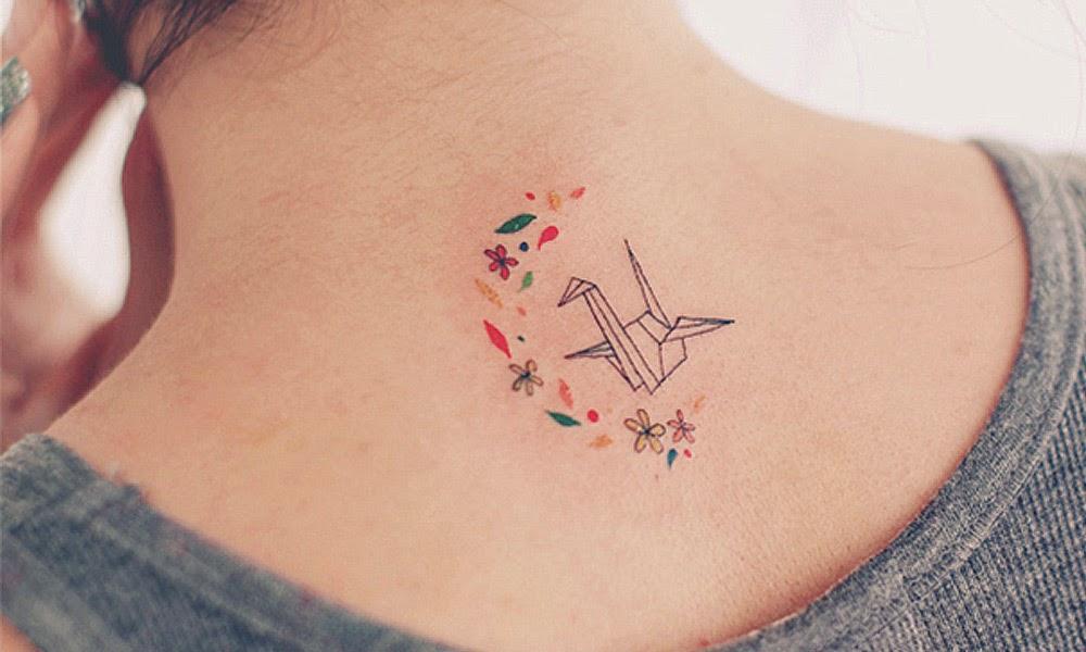 Tatuagem geométrica pássaro