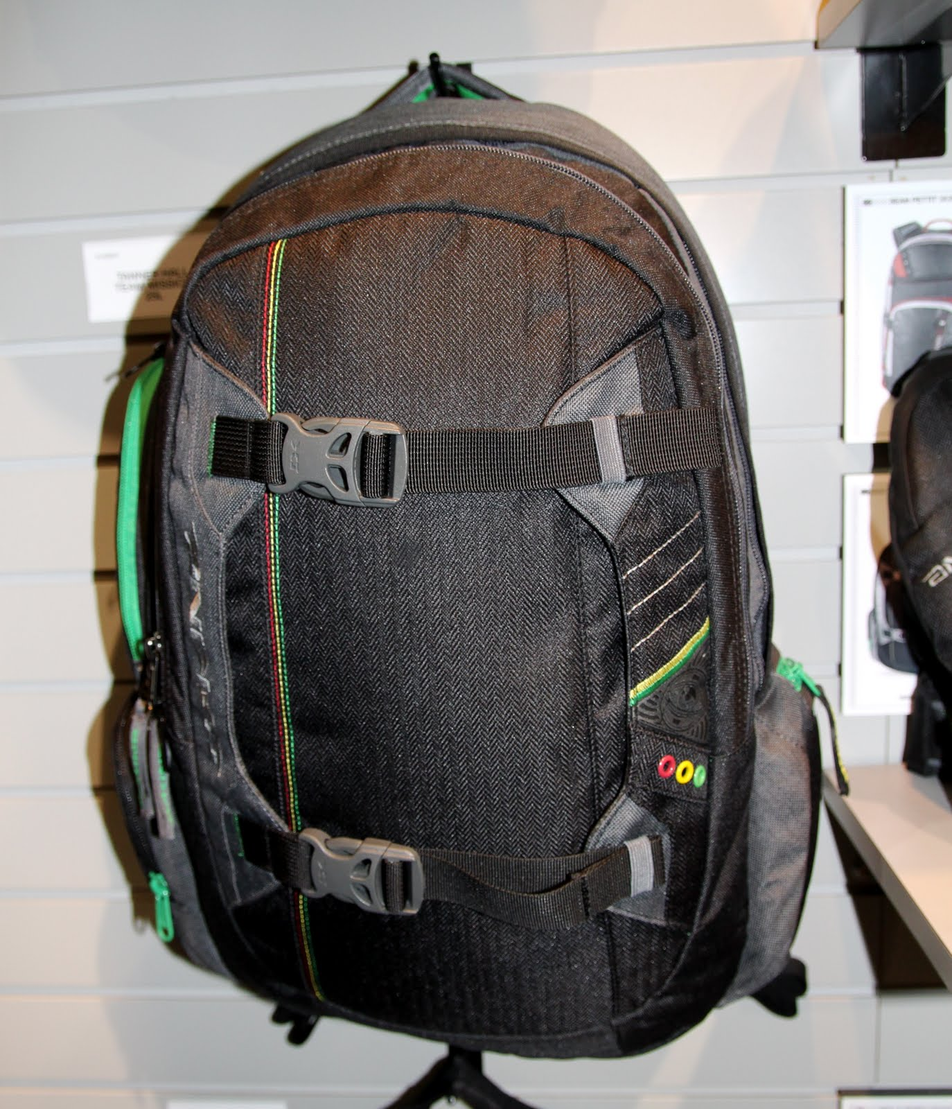 Dakine 2011 F W Snow Gloves Mittens Packs Luggage Bags