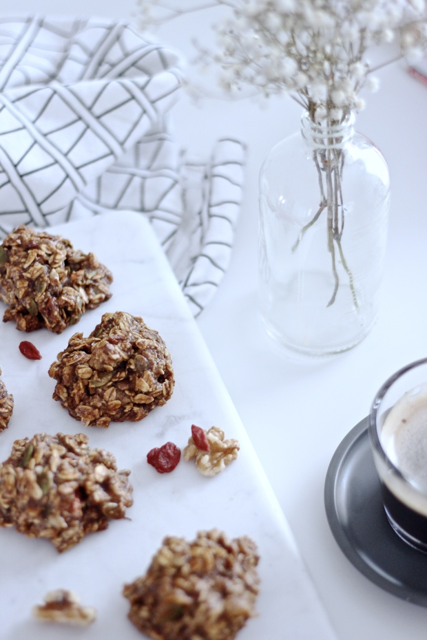 Banana Date Oat Breakfast Cookies - gluten free, vegan, no sugar added!