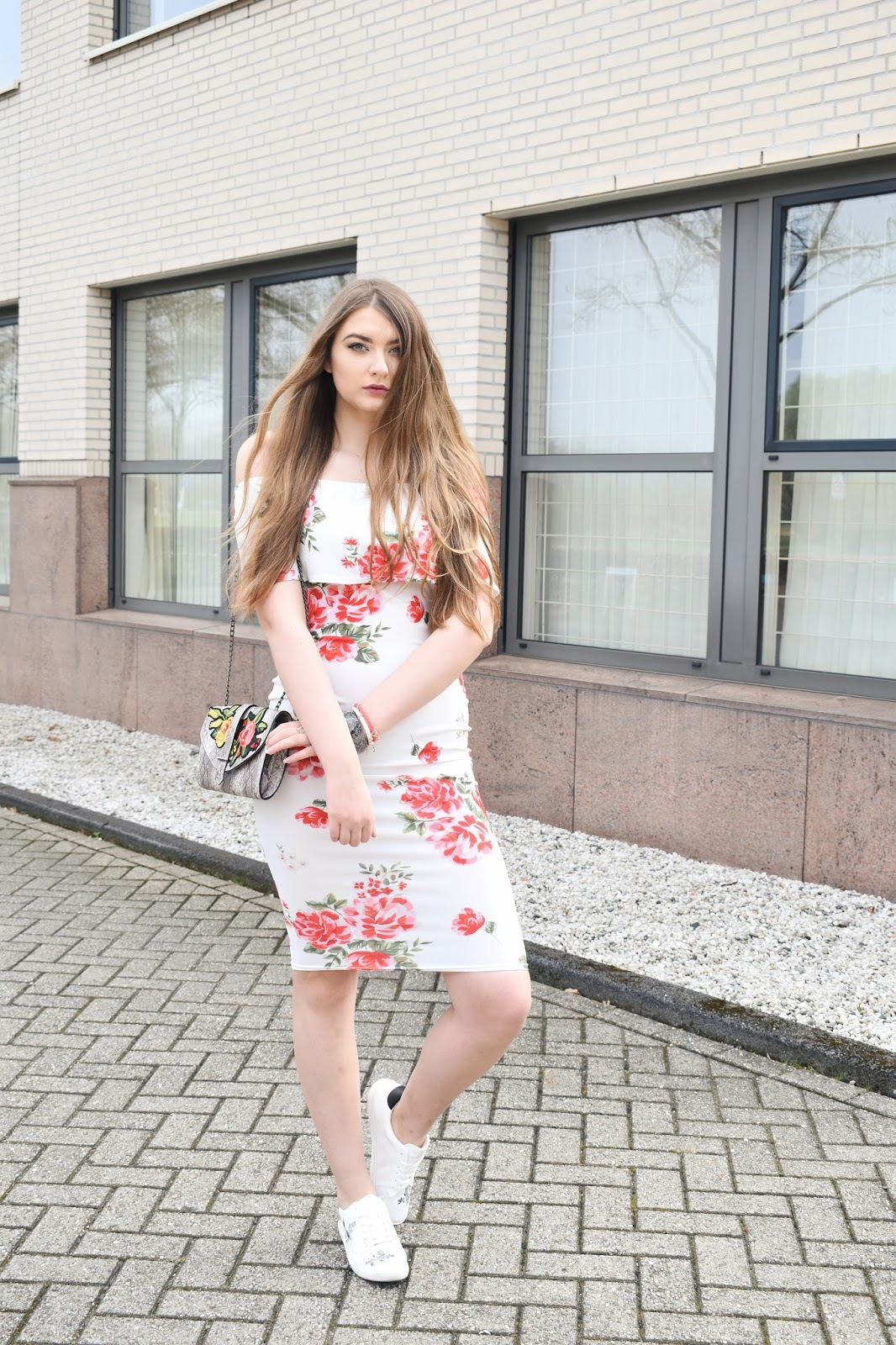 Jak nosić sukienki w kwiaty?
