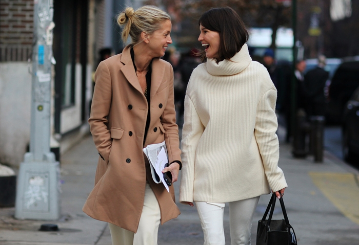 New York minimalistic white and beige street style looks